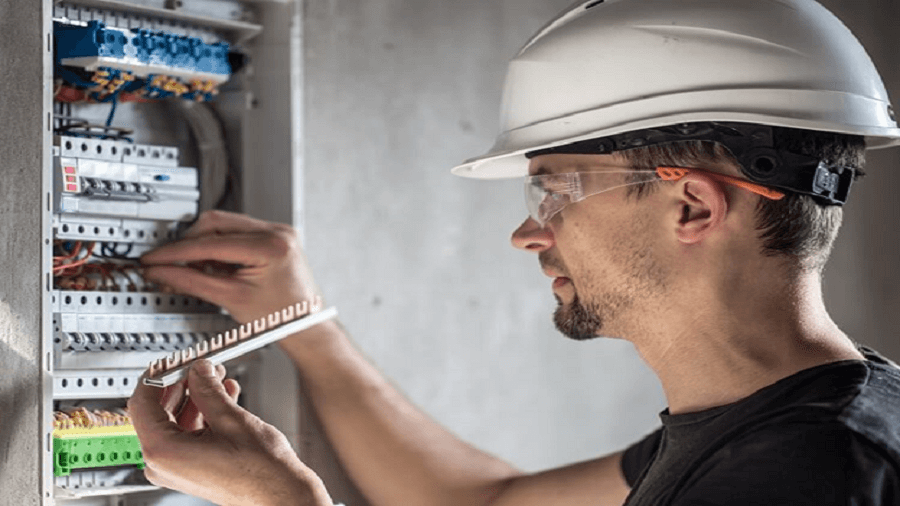 4 Steps to Getting Licensed in Electrical Engineering